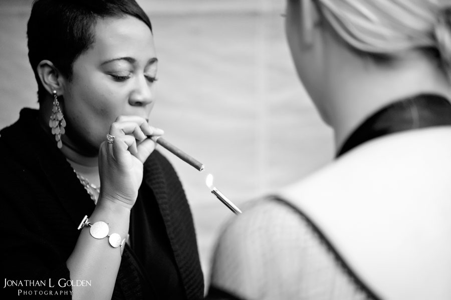 lighting-cigar-b&w-la columbe d'or