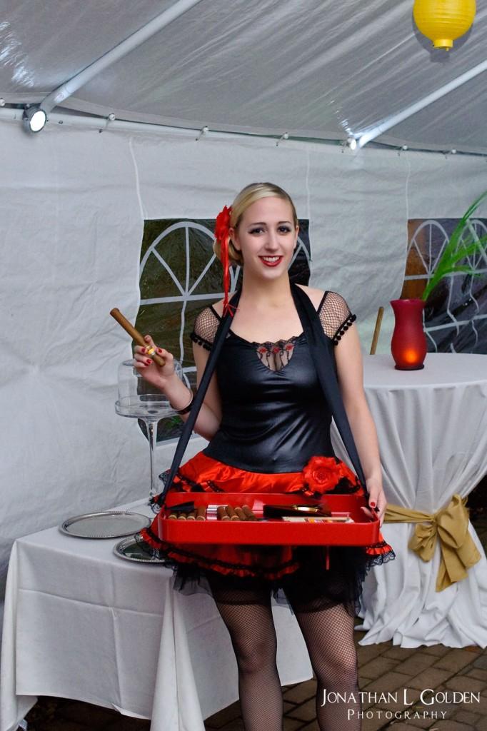 cigar-waitress-cuban-la columbe d'or