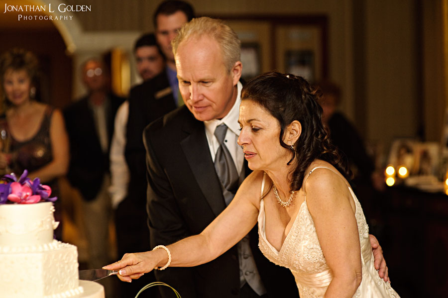 deborah-and-keith-wedding-plaza-club-cake-cuting