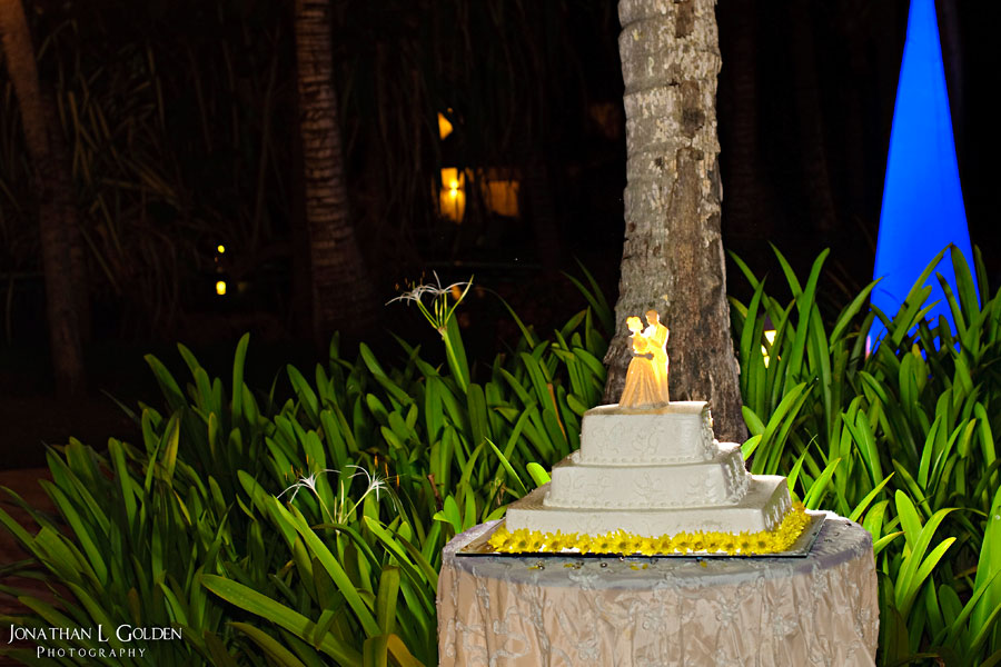 destination-wedding-photography-cake-lighting