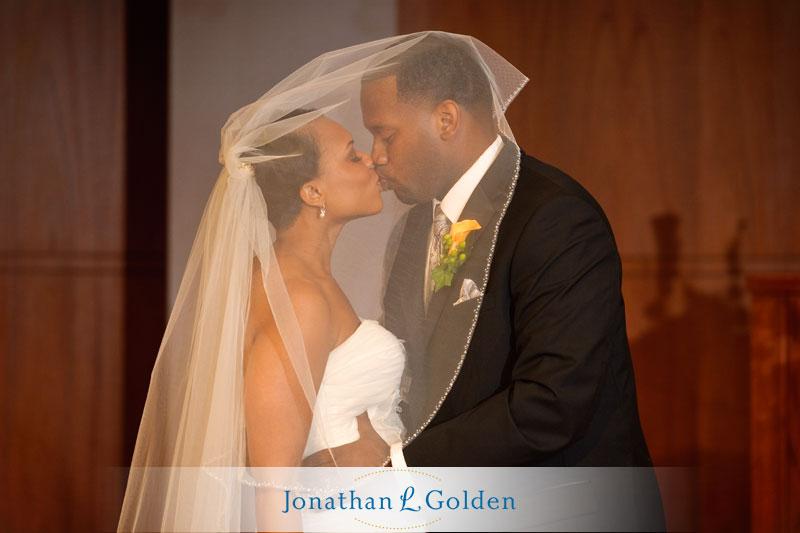 houston-wedding-photographer-bride-groom-kiss