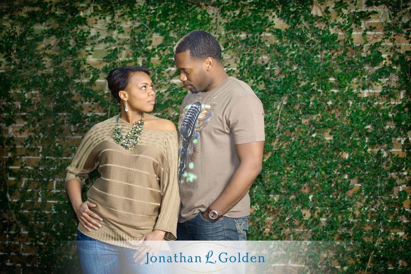 houston-engagement-photography-couple-ivy-wall-rice-university