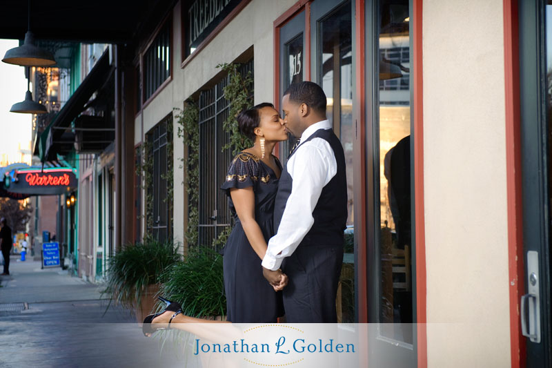 houston-engagement-photography-couple-downtown-kissing